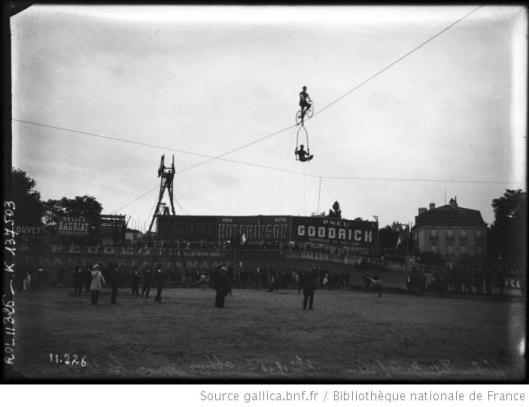 Agence Rol, 1910, Buffalo, Fête des Caf-conc', Abbins sur son fil d'acier