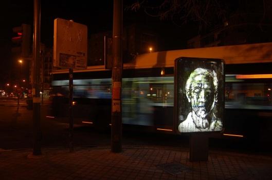 Borondo, peinture sur affiche lumineuse, photo du blog de l'artiste