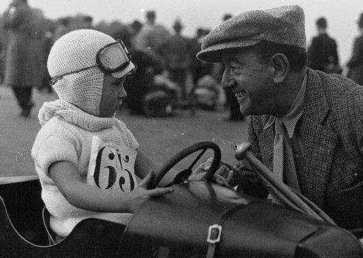 Agence Mondiale, Biscot donne des conseils à Claude Rullier (quatre ans) futur champion, 1932, BnF/Gallica