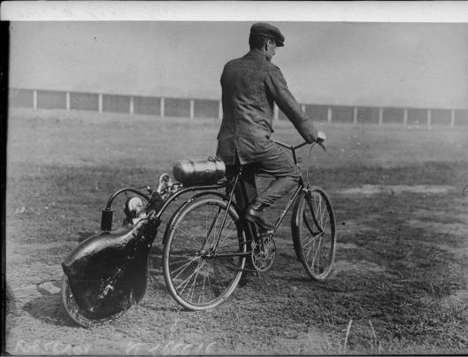 Agence Rol, Nouvelle motocyclette allemande, 1919, Gallica/BnF