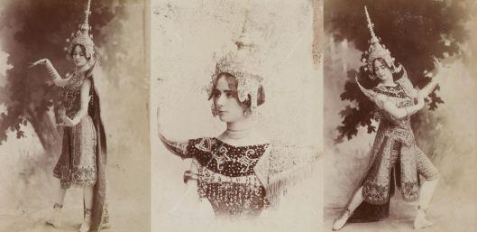 Cléo de Mérode dans son costume de danseuse cambodgienne, album Reutlinger, tome 6, vue 17, Gallica