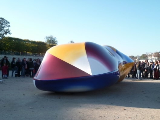Jean-Luc Moulène, Body Versus Twizy,FIAC hors-les murs, Jardin des Tuileries, 2011