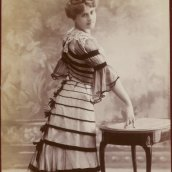 Maud Chowiska, album Reutlinger, tome 18, vue 26, Gallica