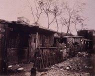 Atget, les zoniers, porte d'ivry, maison de chiffoniers, 1912, Gallica