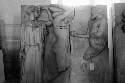 Moulage d'une des métopes du temple de Zeus (Olympie) représentant les travaux d'Heraclès, original conservé au Louvre.