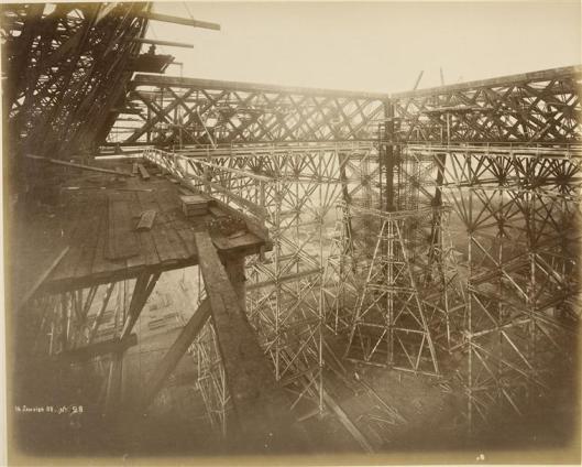 Durandelle, 14 janvier 1888, Vue prise des chantiers prise de la 1ère plate-forme : l'échafaudage , photographie, fonds Eiffel, musée d'Orsay/RMN