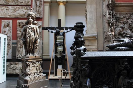 Cast Courts, Victoria and Albert Museum, à gauche les Trois Grâces de Germain Pilon, vers 1560-63