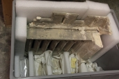 Fragment du réfectoire des moines placé dans une caisse pour assurer sa conservation en attendant la restaurtation