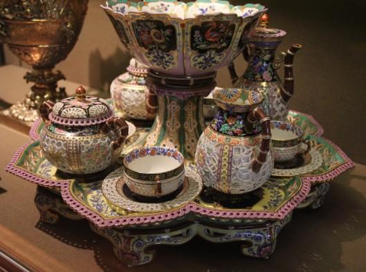 """Manufacture de Sèvre, Déjeuner """"chinois réticulé"""", 1840, porcelaine dure, musée du Louvre."""