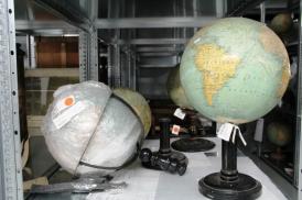 Globes, réserves du musée national de l'Éducation, Rouen