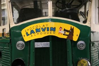 Publicité sur un ancien bus